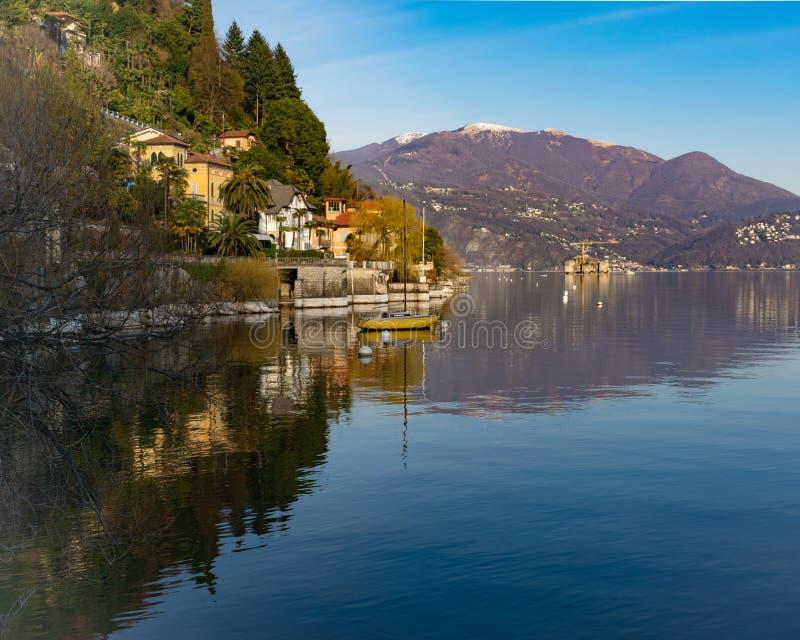Landskap av Cannero Riviera, Lago Maggiore, Italien royaltyfri bild