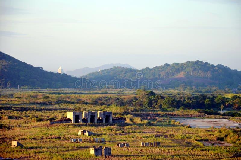 Landskap av de Cocoli låsen, Panama kanal royaltyfri foto