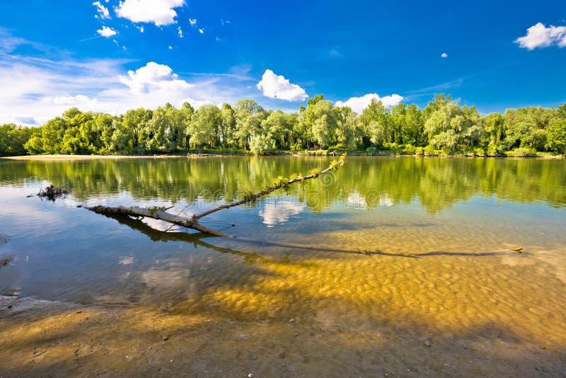 Landskap av den Drava floden på den Mura munnen arkivbild