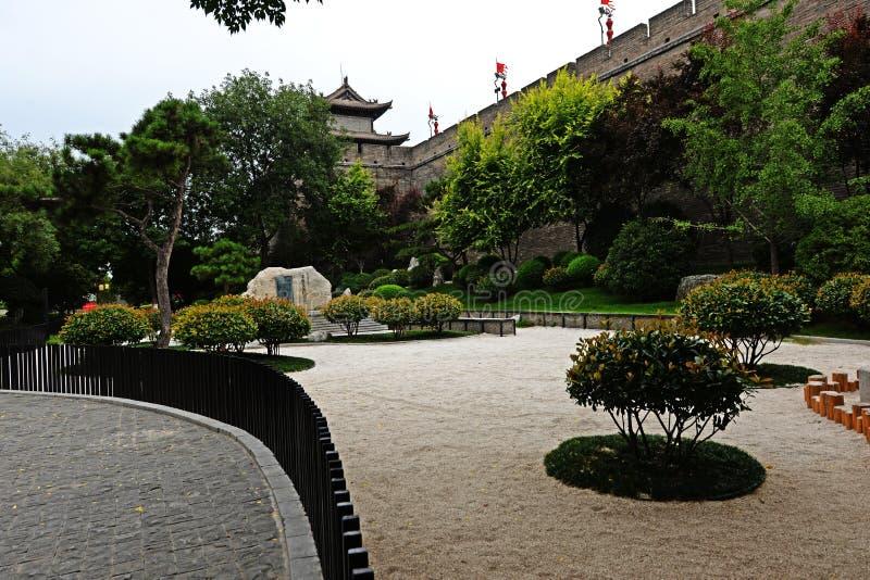 Landskap av den forntida huvudstaden av XI '- en stadsvägg royaltyfri fotografi