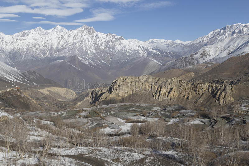 Landskap av den Muktinath byn i lägre mustangområde, Nepal royaltyfri foto