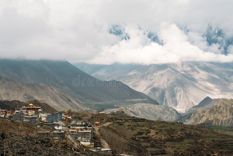Landskap av den Muktinath byn i lägre mustangområde, Nepal arkivbild