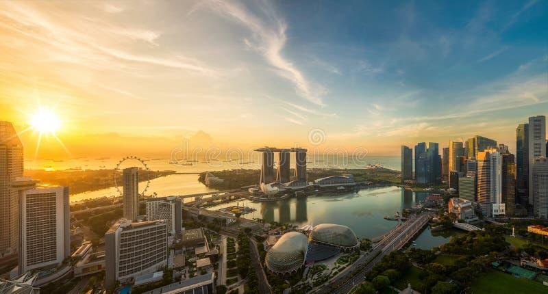 Landskap av den Singapore staden i morgonljussoluppgång royaltyfri bild
