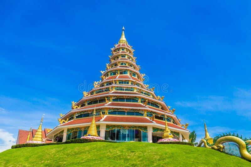 Landskap av den Wat Huay Pla Kung templet med destinationen för drakesymbollopp de religiösa dragningarna för berömt ställe av Ch royaltyfria bilder