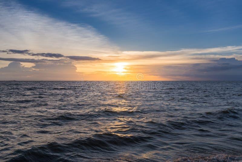Landskap av det perfekta havet i Thailand, sommarbegreppsbakgrund fotografering för bildbyråer