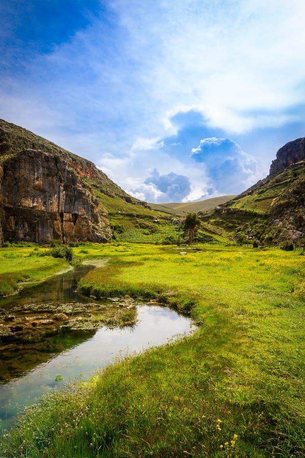 Landskap av ett fält i Ayacucho som lokaliseras i Peru royaltyfri fotografi