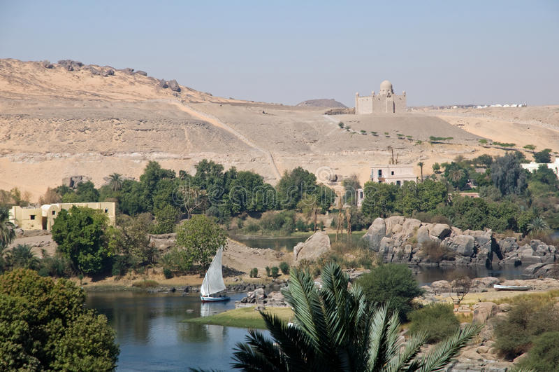 Landskap av flodNilen på Aswan royaltyfria bilder