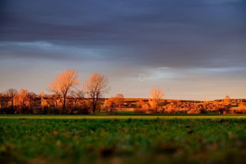 Landskap av Maisach på solnedgången arkivbilder