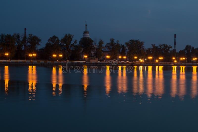 Landskap av nattdammet royaltyfri foto