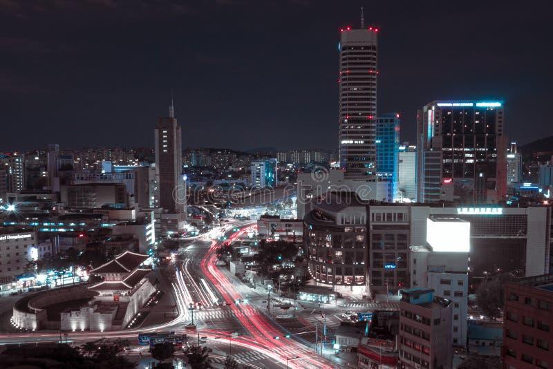 Landskap av nattstaden av framtiden royaltyfri fotografi