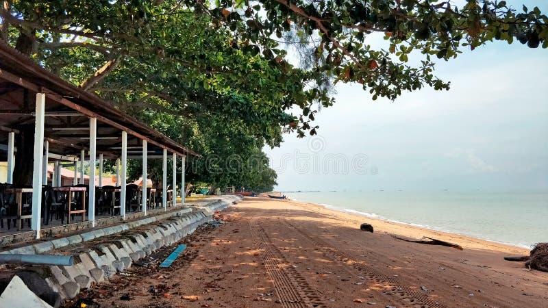 Landskap av Pantai Pengkalan Balak Melaka royaltyfri foto