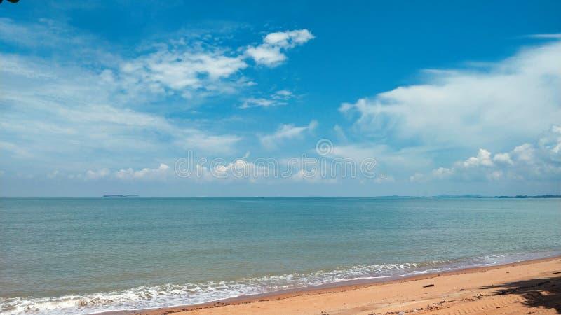 Landskap av Pantai Pengkalan Balak Melaka royaltyfri fotografi