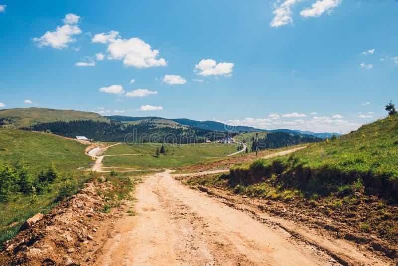 Landskap av Rodna berg i östliga carpathians, Rumänien royaltyfri bild
