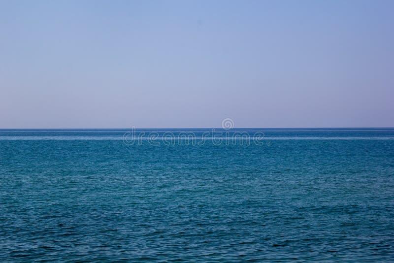 Landskap av seascape för havshorisont under blå himmel arkivfoto