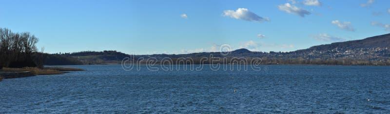 Landskap av sjön arkivfoto