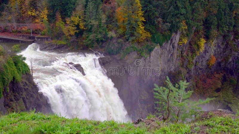 Landskap av Snoqualmie nedg?ngar i Washington State, USA arkivfoton