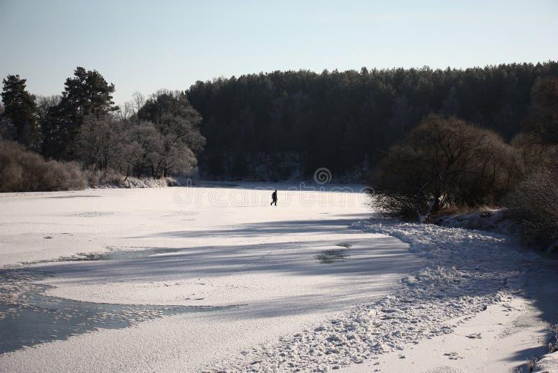 Landskap av vinterfloden arkivfoton