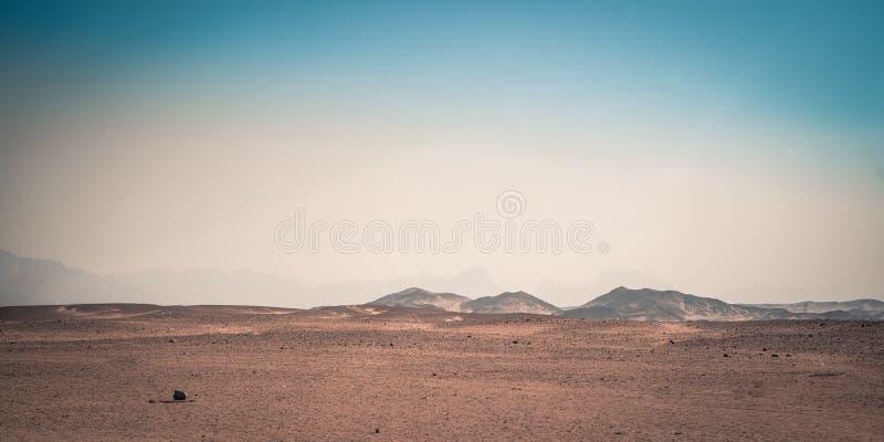 Landskap berg i öknen av Afrika, Egypten arkivbilder