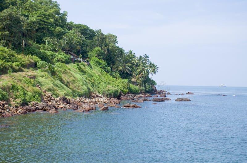Landskap den tropiska stranden av Vasco De Gamma i Indien arkivfoto