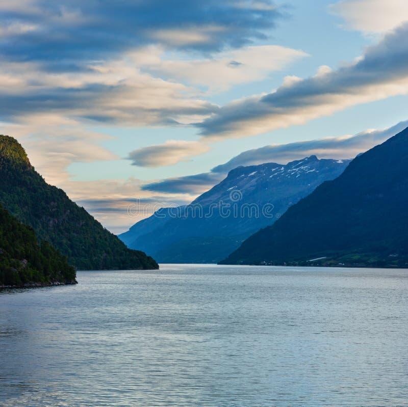 Landskap för aftonHardangerfjord fiord, Norge arkivbild