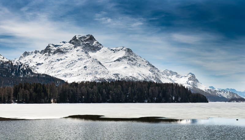 Landskap för Engadin St Moritz Mountain nära blidvädret royaltyfri fotografi