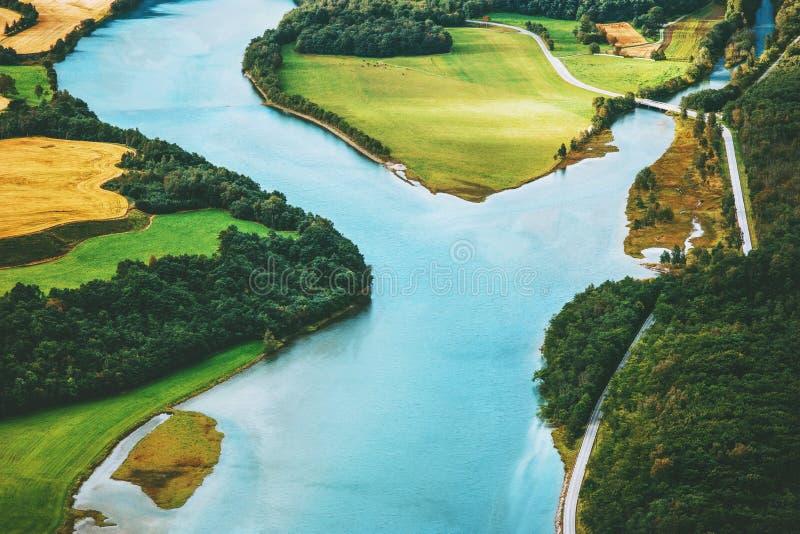 Landskap för flyg- sikt för flod lantligt i Norge royaltyfri foto