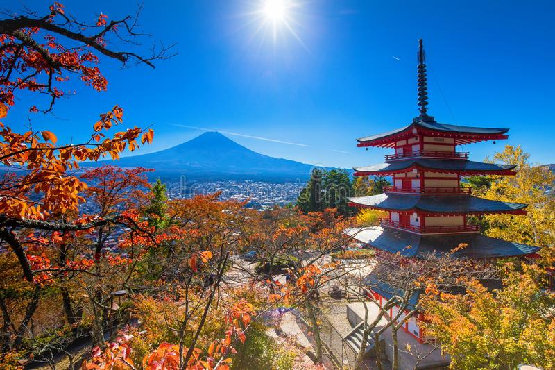 Landskap för Fuji vulkanberg i höst i den mest härliga sikten arkivfoton