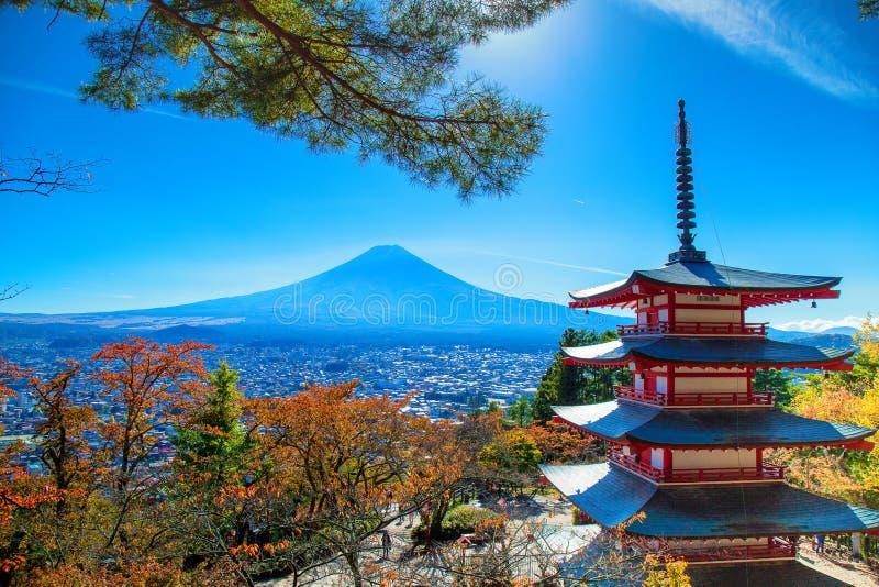 Landskap för Fuji vulkanberg i höst i den mest härliga sikten royaltyfria foton