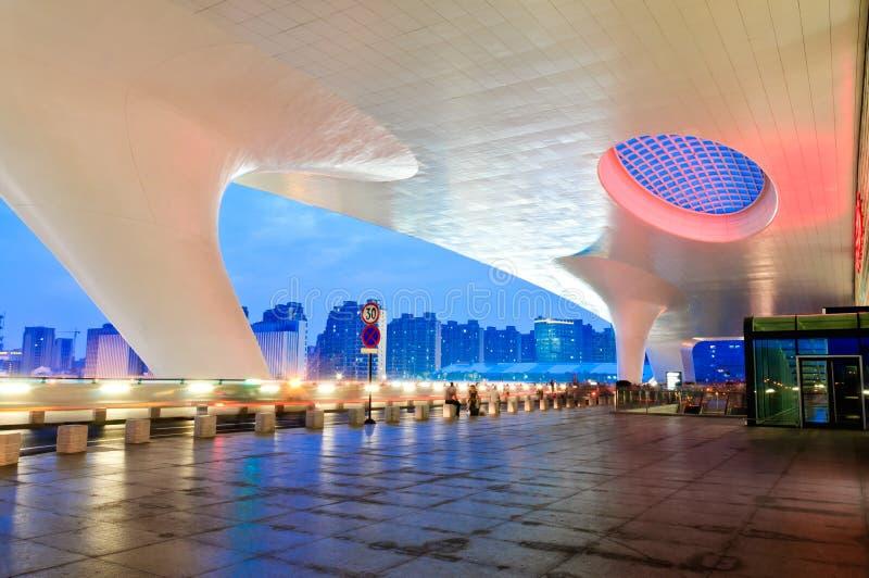Landskap för natt för byggnad för station för Hangzhou järnvägsstation östligt royaltyfria foton