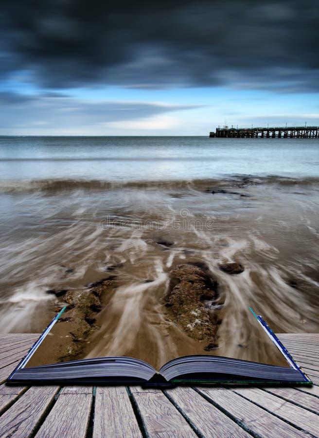 Landskap för seascape för exponering för bokbegrepp långt under dramatisk ev royaltyfria foton