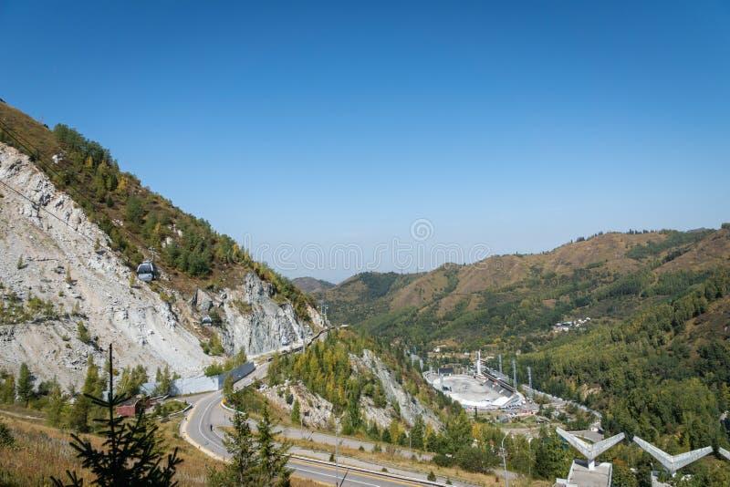 Landskap för Tian Shan bergMedeo område nära Almaty, Kasakhstan fotografering för bildbyråer