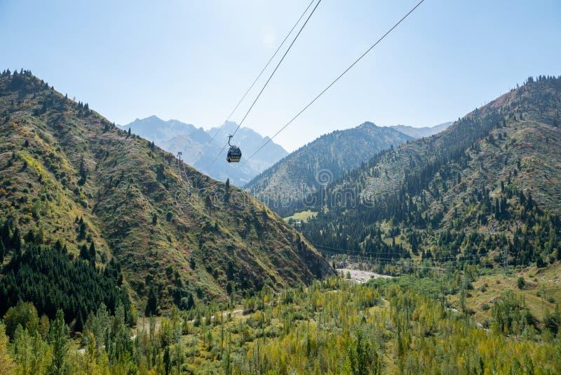 Landskap för Tian Shan bergMedeo område nära Almaty, Kasakhstan arkivfoto