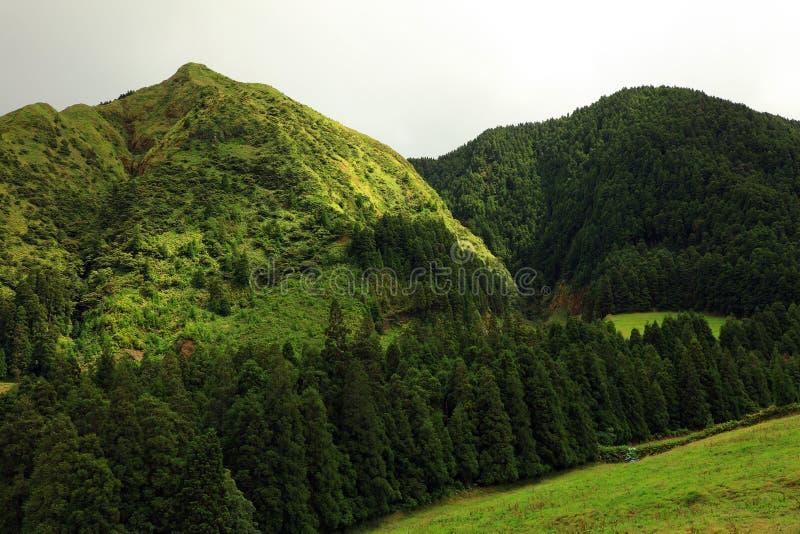 Landskap från den vulkaniska kratersjön av Sete Citades arkivbilder
