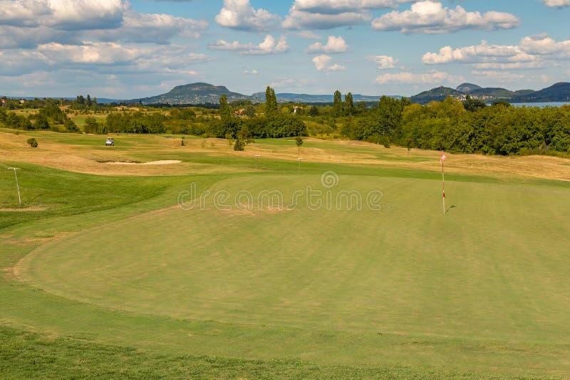Landskap från en golfbana i Ungern, nära sjön Balaton arkivbilder
