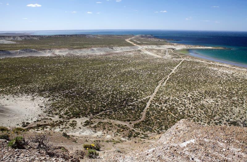 Landskap från kullen nära Puerto Madryn, en stad i det Chubut landskapet, Patagonia, Argentina royaltyfria bilder