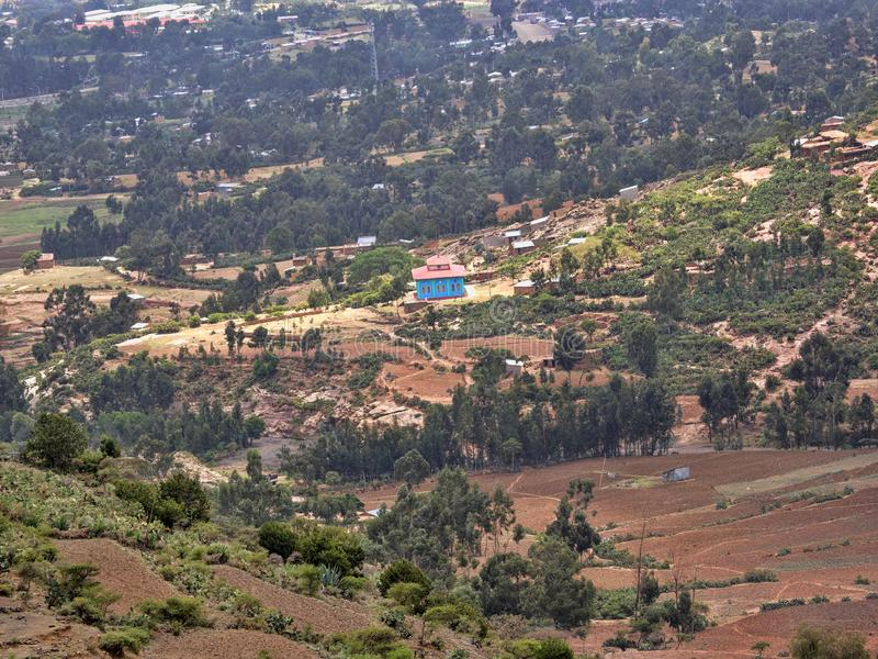 Landskap i bergiga Etiopien med den blåa moskén ethiopia royaltyfri fotografi