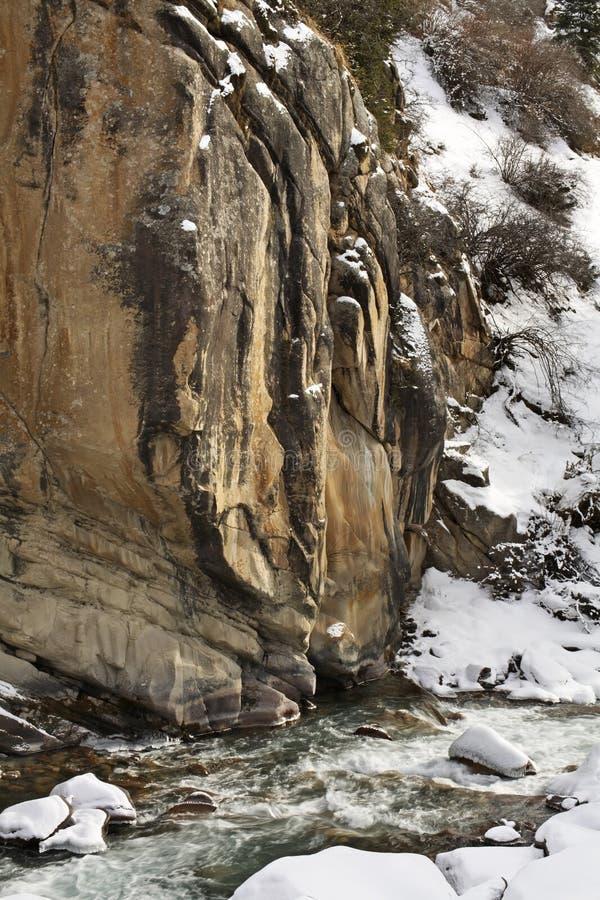 Landskap i den Grigoriev klyftan kyrgyzstan royaltyfria bilder