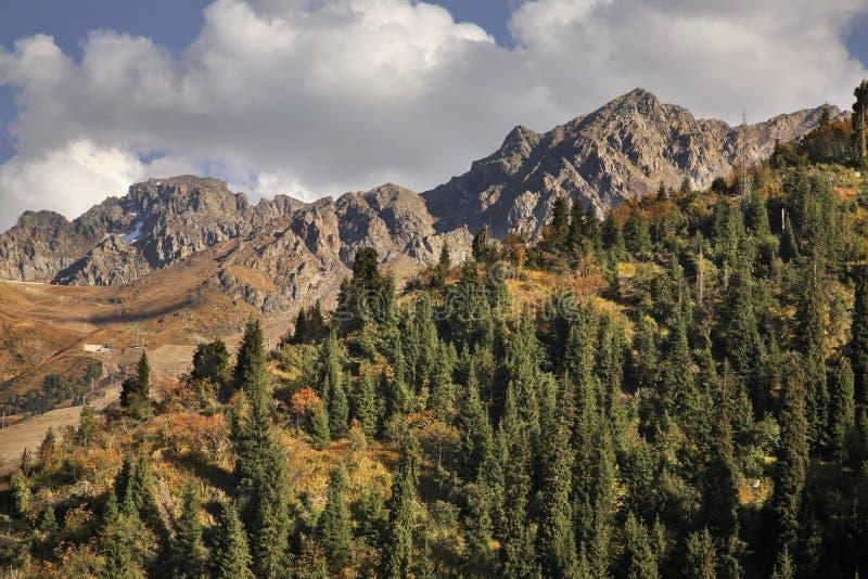 Landskap i den Medeu dalen kazakhstan arkivfoton
