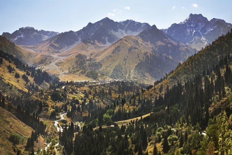 Landskap i den Medeu dalen kazakhstan royaltyfri fotografi