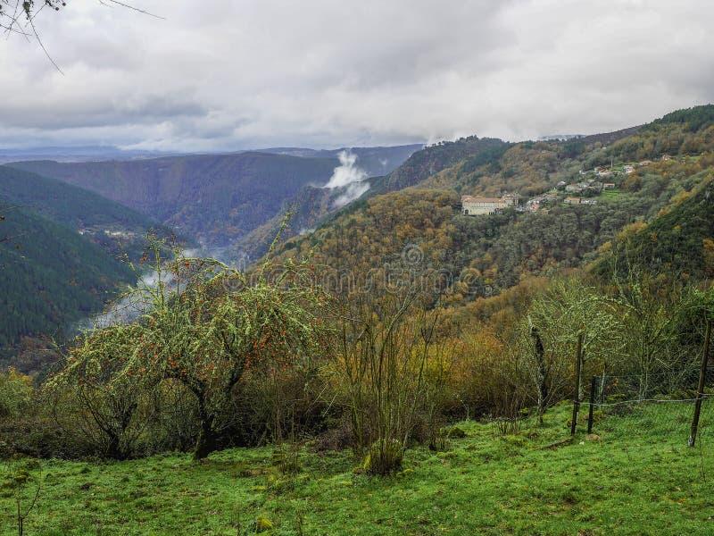 Landskap i Nogueira de Ramuin arkivfoto