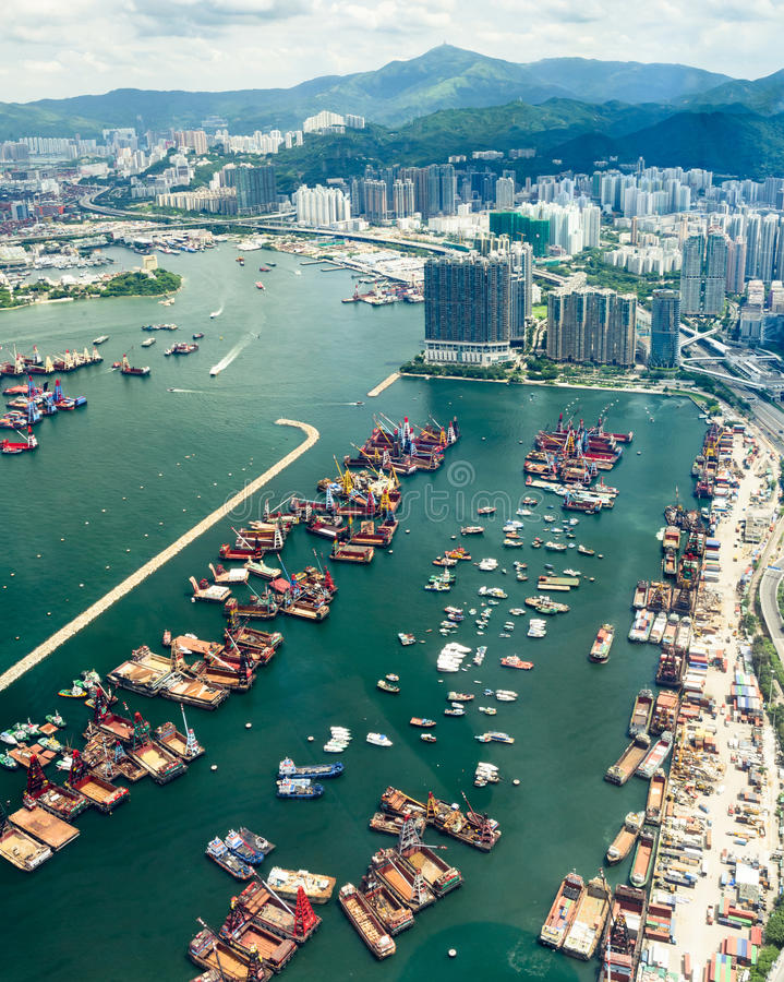 Landskap längs det nya Yau Ma Tei Typhoon skyddet i Hong Kong arkivbilder