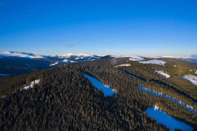 Landskap med bergområde fotografering för bildbyråer