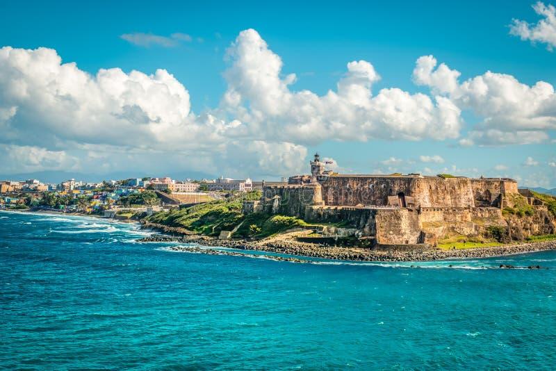 Landskap med Castillo San Felipe del Morro, en toppdragningskraft i San Juan, huvudstaden Puerto Rico royaltyfria foton