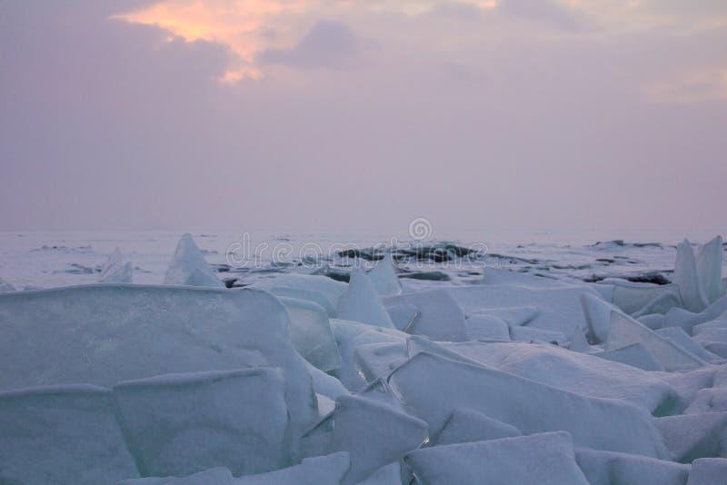 Landskap med den stora Siberian naturen, Baikal sjö, Ryssland royaltyfri fotografi