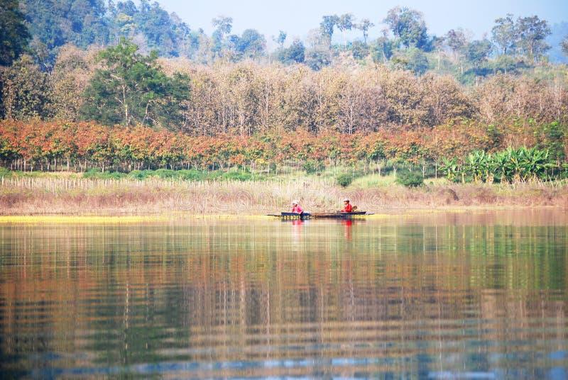 Download Landskap med en fiskare redaktionell foto. Bild av natur - 37348930