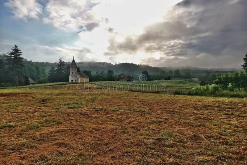 Landskap med kyrkan arkivfoton