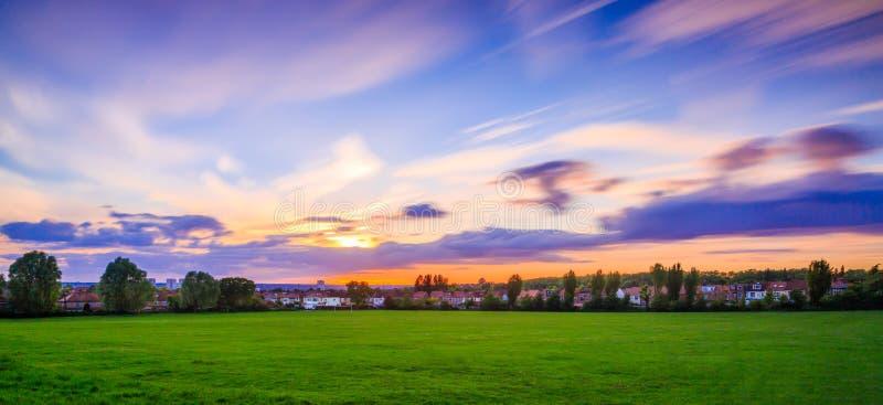 Landskap med rörande himlar fotografering för bildbyråer