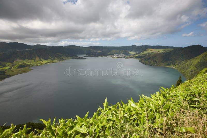 Landskap med sjöar i den SaoMiguel ön, Sete Cidades azerbaijan arkivfoto