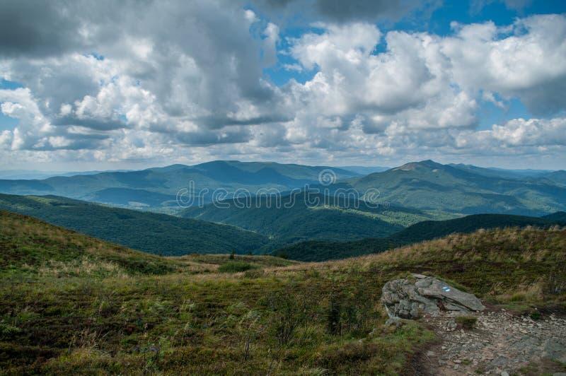 Landskap med stensikt från kullen arkivfoto