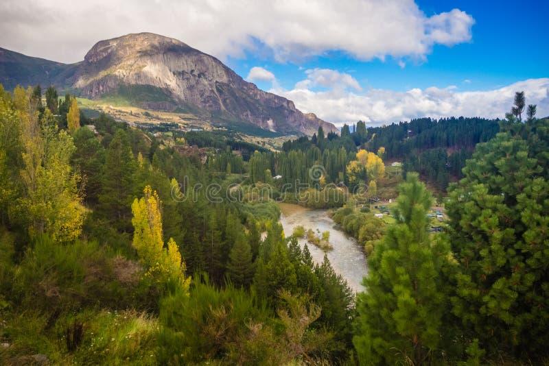 Landskap nära Coyhaique, Aisen region, södra väg Austral Carretera, Patagonia, Chile Skog arkivfoto
